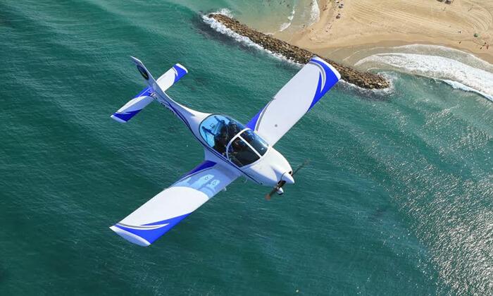 2 הטסת מטוס בליווי מדריך עם iFly