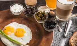 ארוחת בוקר כשרה במסעדת לה פלאס