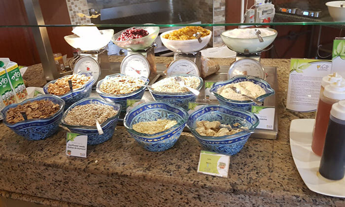 4 ארוחת בוקר בופה במלון לאונרדו ירושלים