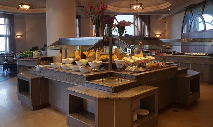 6 ארוחת בוקר בופה במלון לאונרדו ירושלים