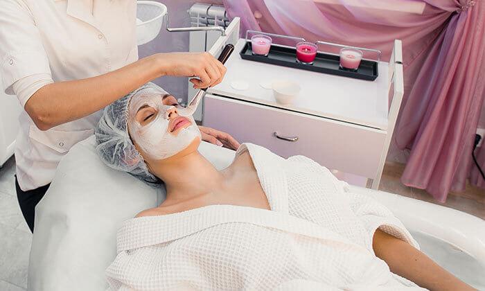 3 טיפולי פנים בקליניקת M.G. Cosmetic, קרליבך תל אביב