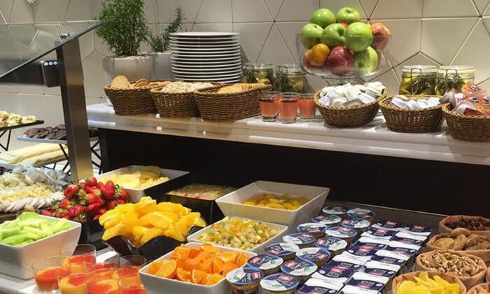 3 ארוחת בוקר בופה במלון גולדן קראון חיפה