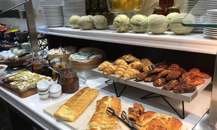 4 ארוחת בוקר בופה במלון גולדן קראון חיפה