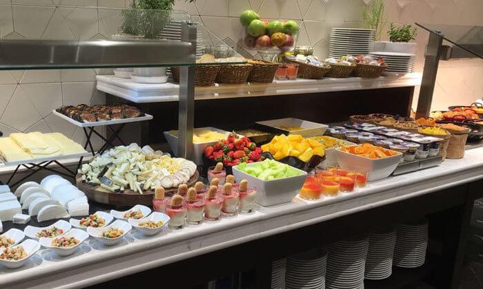 2 ארוחת בוקר בופה במלון גולדן קראון חיפה
