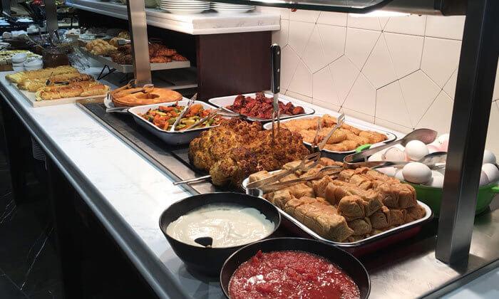 6 ארוחת בוקר בופה במלון גולדן קראון חיפה