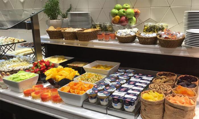 8 ארוחת בוקר בופה במלון גולדן קראון חיפה