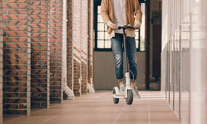 5 קורקינטMi Electric Scooter מבית Xiaomi יבואן רשמי כולל שנה אחריות- משלוח חינם!