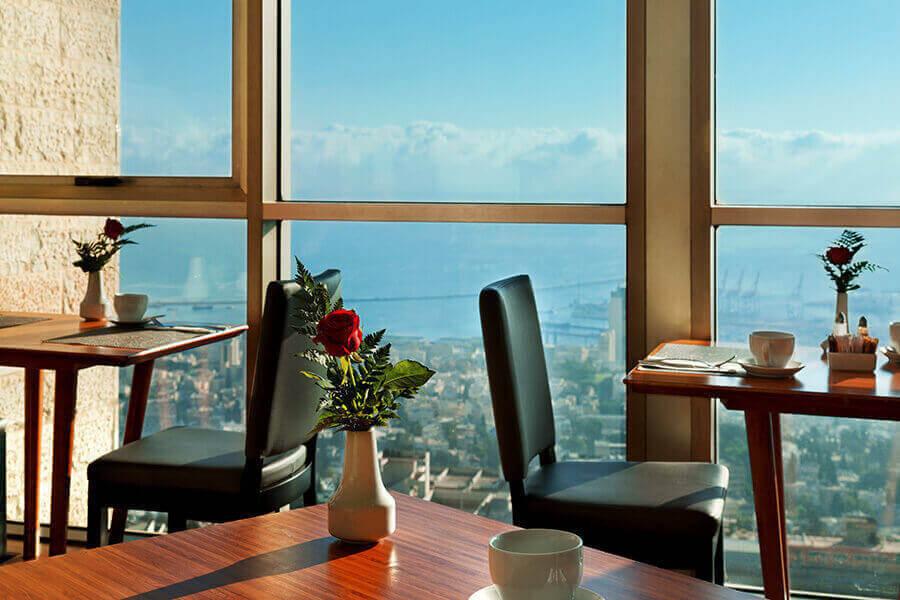 5 ארוחת בוקר בופה במלון קראון פלזה, מול הים בחיפה