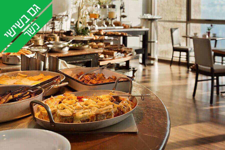 2 ארוחת בוקר בופה במלון קראון פלזה, מול הים בחיפה