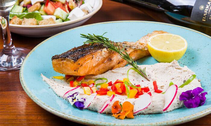 7 ארוחה זוגית במסעדת זויה גריל בר, נתניה