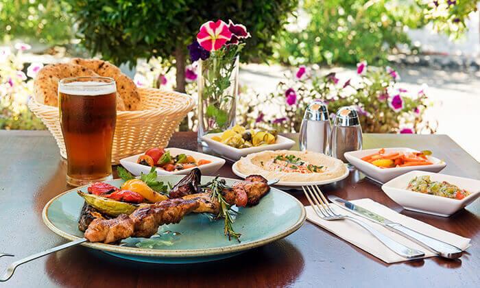 2 ארוחה זוגית במסעדת זויה גריל בר, נתניה