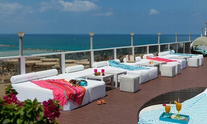 2 ארוחת בוקר בופה במלון לאונרדו ארט, חוף גורדון