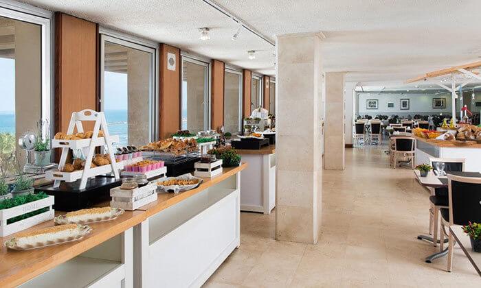 5 ארוחת בוקר בופה במלון לאונרדו ארט, חוף גורדון