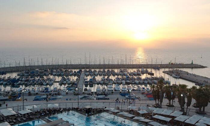 6 ארוחת בוקר בופה במלון לאונרדו ארט, חוף גורדון