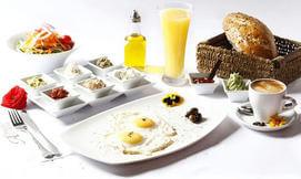 ארוחת בוקר ישראלית באלפרדו