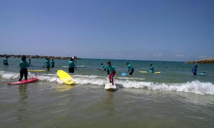 3 קייטנת גלישה ב'אקסטרים', בית ספר לגלישה בחוף גורדון