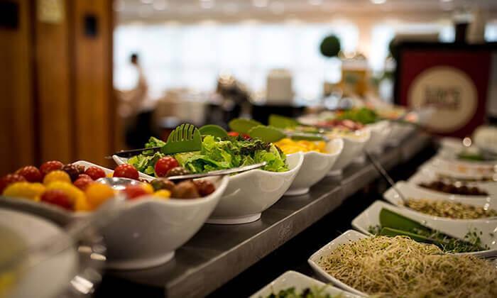 5 ארוחת בוקר וכניסה לבריכה במלון רימונים טאואר רמת גן
