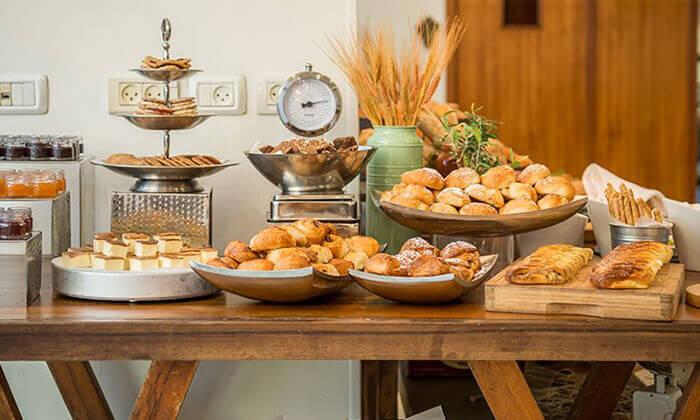 6 ארוחת בוקר וכניסה לבריכה במלון רימונים טאואר רמת גן