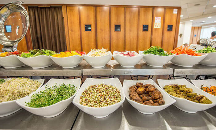 7 ארוחת בוקר וכניסה לבריכה במלון רימונים טאואר רמת גן
