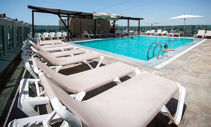 9 דיל חגיגת קיץ: ארוחת בוקר וכניסה לבריכה במלון רימונים טאואר רמת גן