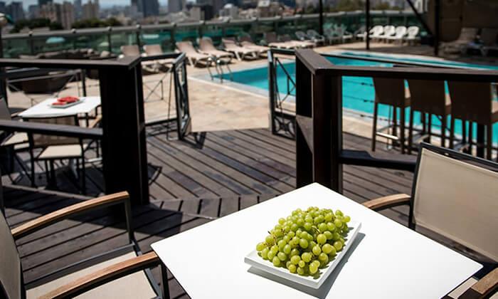 9 ארוחת בוקר וכניסה לבריכה במלון רימונים טאואר רמת גן