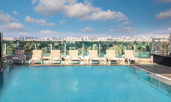 19 ארוחת בוקר וכניסה לבריכה במלון רימונים טאואר רמת גן