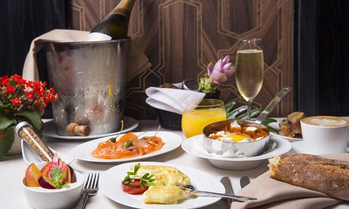 2 ארוחת בוקר במלון הבוטיק David Tower נתניה