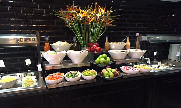 4 ארוחת בוקר במלון הבוטיק David Tower נתניה