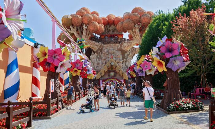 4 דיל חגיגת קיץ: טיול פארקים למשפחות בצפון איטליה, כולל חגים