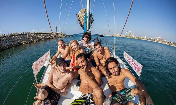 2 לי-ים השכרת יאכטות במרינה הרצליה