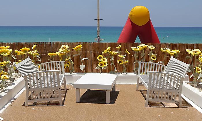 8 דיל חגיגת קיץ: כניסה לבריכת השחייה בבת ים