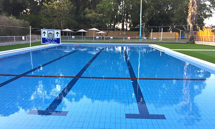 4 כניסה לבריכת השחייה בפרדס חנה