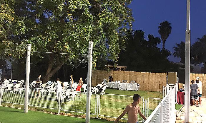 4 דיל חגיגת קיץ: כניסה לבריכת השחייה בבית דגן