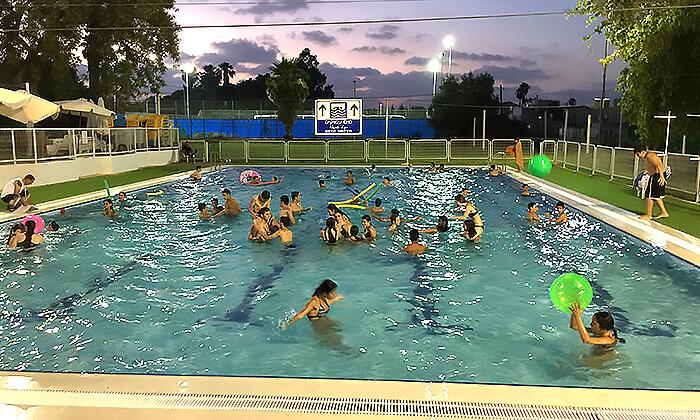 5 דיל חגיגת קיץ: כניסה לבריכת השחייה בבית דגן