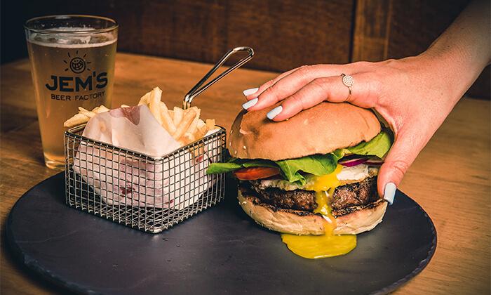 9 המבורגר לשניים במסעדת אראמיס, אשדוד