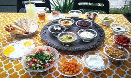 ארוחת בוקר זוגית בחומוס כהן