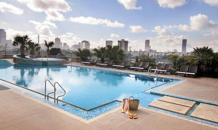 4 דיל חגיגת קיץ: כניסה לילית לבריכת מלון לאונרדו סיטי טאוור והקרנת המונדיאל