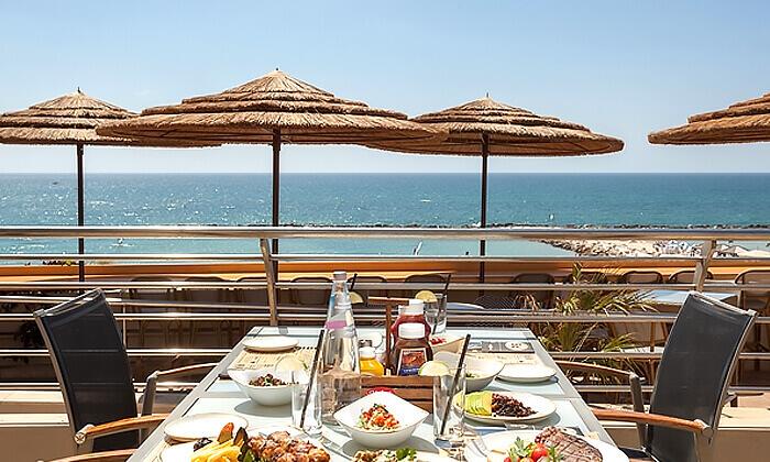 3 ארוחת בראנץ' כשרה מול הים במרפסת מלון הילטון תל אביב