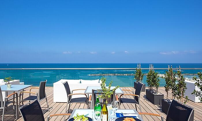 5 ארוחת בראנץ' כשרה מול הים במרפסת מלון הילטון תל אביב