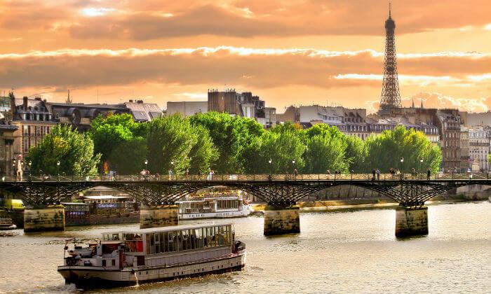 6 את החג הזה הילדים לא ישכחו: חופשת חגים בפריז, כולל כרטיסים ל-2 הפארקים בדיסנילנד