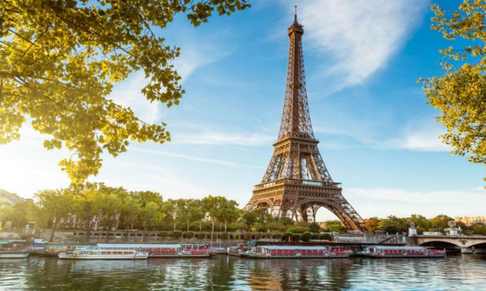 10 את החג הזה הילדים לא ישכחו: חופשת חגים בפריז, כולל כרטיסים ל-2 הפארקים בדיסנילנד