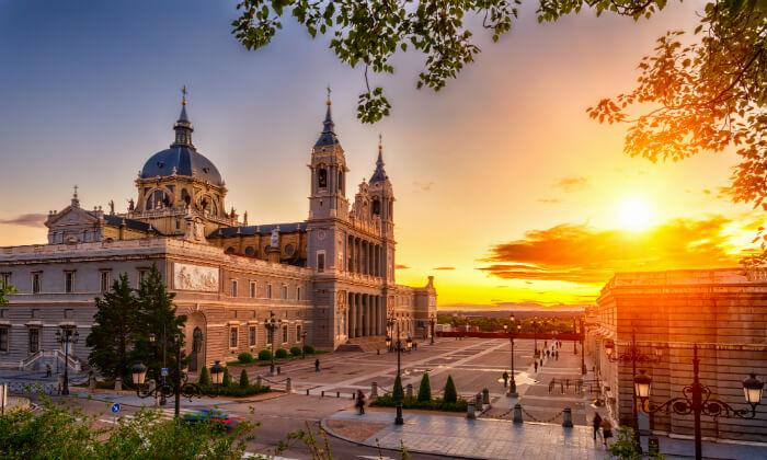 8 מאורגן למדריד, בירת ספרד היפה - קיץ וחגים