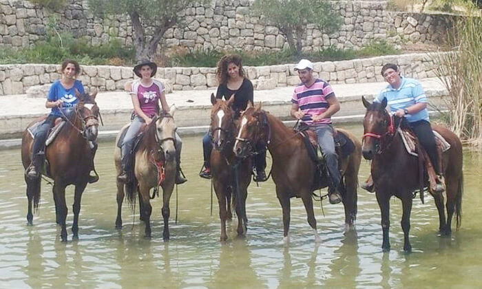 11 חוות צהלה - רכיבה על סוסים