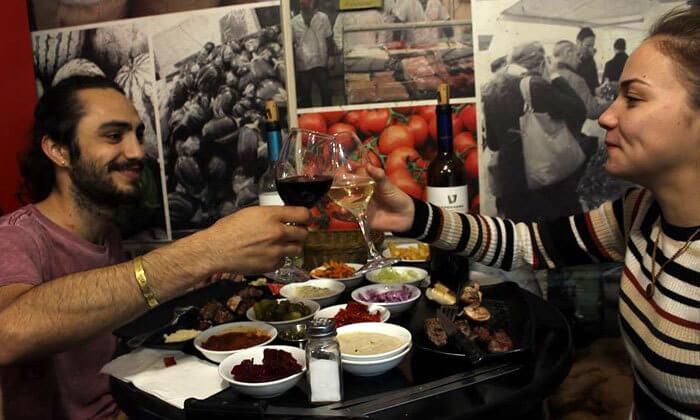 3 דיל חגיגת קיץ: ארוחה במסעדת הקצבים הכשרה בשוק מחנה יהודה, ירושלים