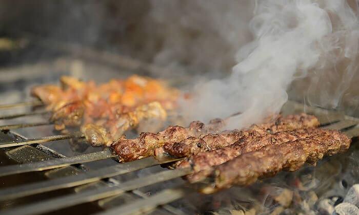 4 דיל חגיגת קיץ: ארוחה במסעדת הקצבים הכשרה בשוק מחנה יהודה, ירושלים