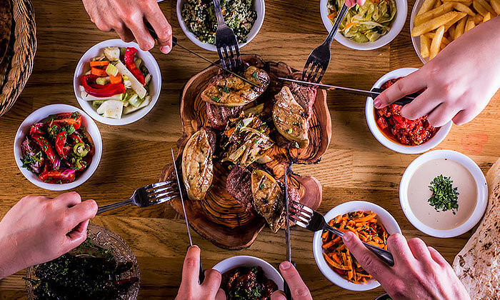 2 דיל חגיגת קיץ: ארוחה במסעדת הקצבים הכשרה בשוק מחנה יהודה, ירושלים