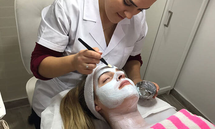 2 טיפולי פנים ברמת השרון