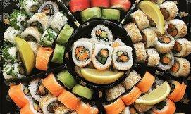 מגש סושי במסעדת סאקורה