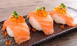 ארוחה אסייתית בסאקורה סושי בר