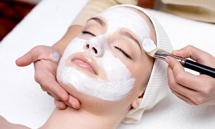 3 טיפול פנים אצל הילה שטרן, קוסמטיקאית פרא-רפואית בלוד